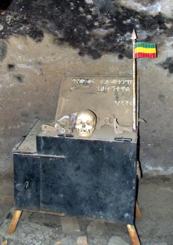Le sépulcre de Saint Gebre Menfes Kiddus. Voyage Séjour Trek Trekking Randonnée, Road Trip Visite de la Région Oromia en Ethiopie.  Adadi Maryam.