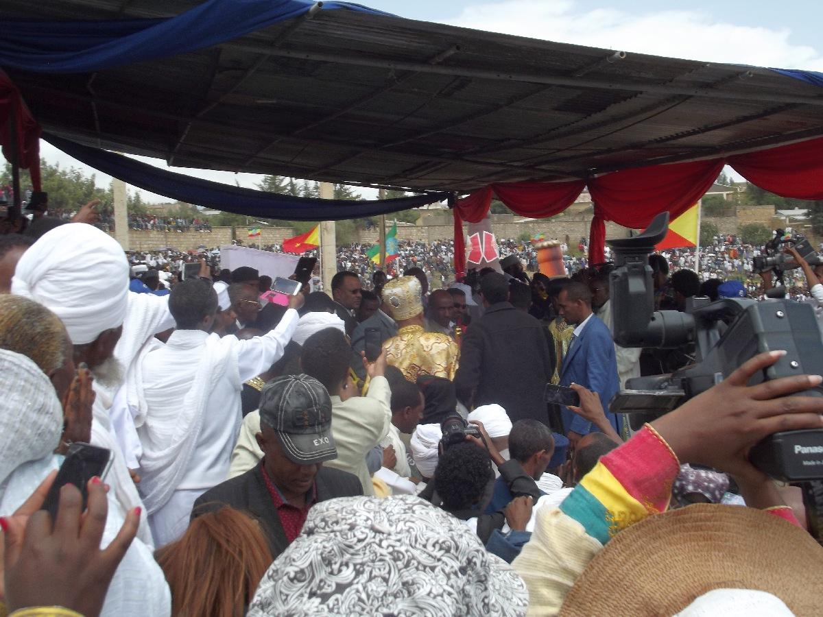 Trek, randonnée et visite d'Adigrat en Ethiopie. Célébration de la fête de Meskel.