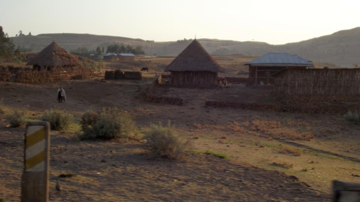 Sunrise on Debre Libanos countryside. Levé de soleil sur la campagne de Debre Libanos. Trek et randonnée, Voyage Séjour Road Trip Trek Trekking Randonnée en Ethiopie. Debre Libanos Road Trip en Ethiopie route de Debre Libanos à Addis Abeba