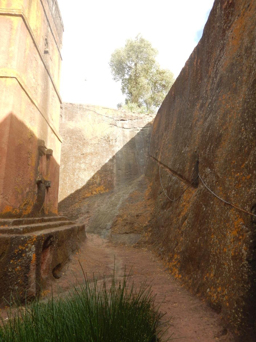 Le Mont des Oliviers. Visite de l'église St Georges /  Beta Ghiorgis de Lalibela en Ethiopie  Trek à  Lalibela Voyage Séjour Trekking Randonnée Road Trip en Ethiopie.