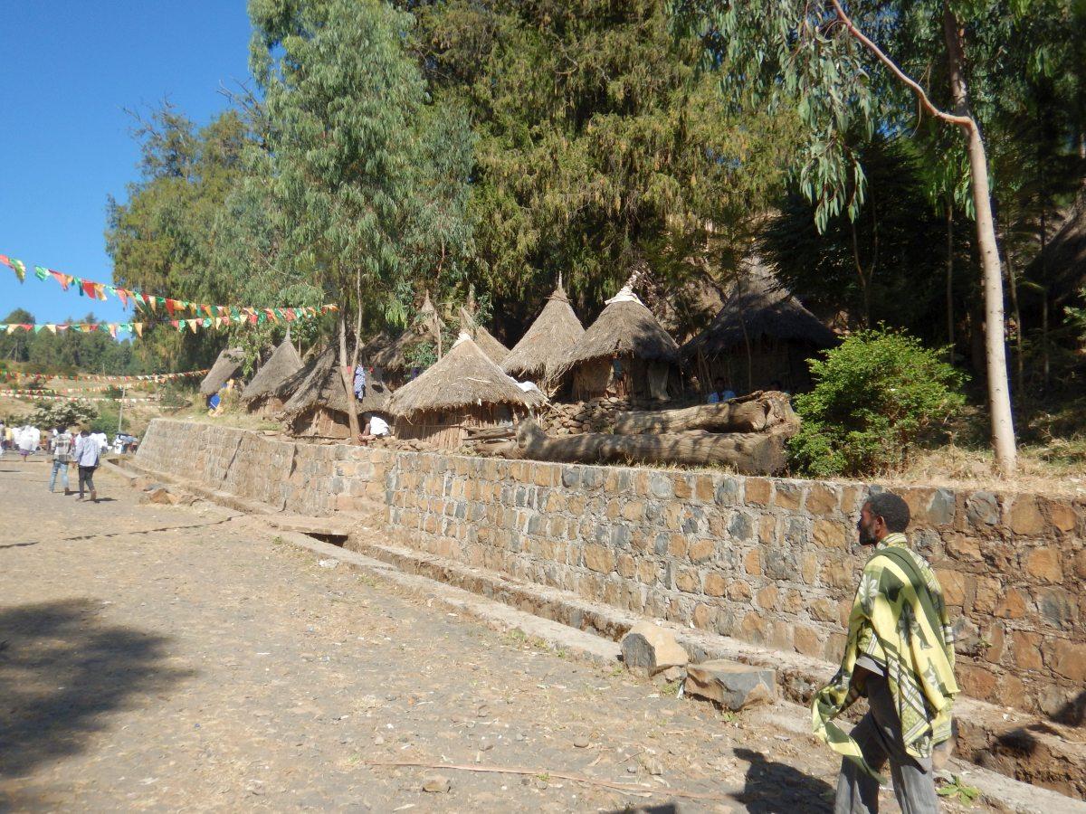 Les Godjo des élèves prêtres. Voyage Séjour Road Trip Trek Trekking Randonnée en Ethiopie. Gondar en Ethiopie. L'Eglise Kuskuam Maryam de Gondar