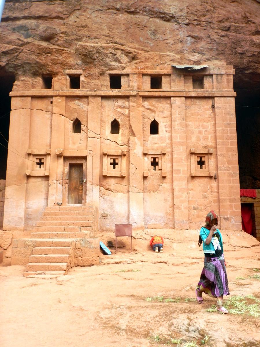 Visite de l'église monolithique Beta Abba Libanos de Lalibela en Ethiopie