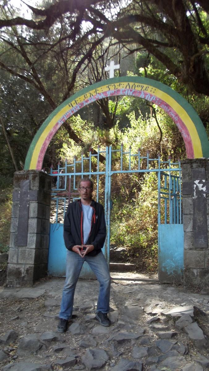 Follow me to Takla Haymanot's cave in Debre Libanos. Je vous invite à nous rendre à la grotte de Takla Haymanot à Debre Libanos.