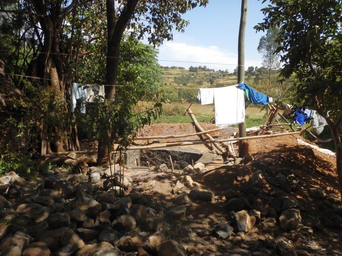 Le puit du village Awra Amba. Trek, randonnée et visite de la communauté Awra Amba en Ethiopie.