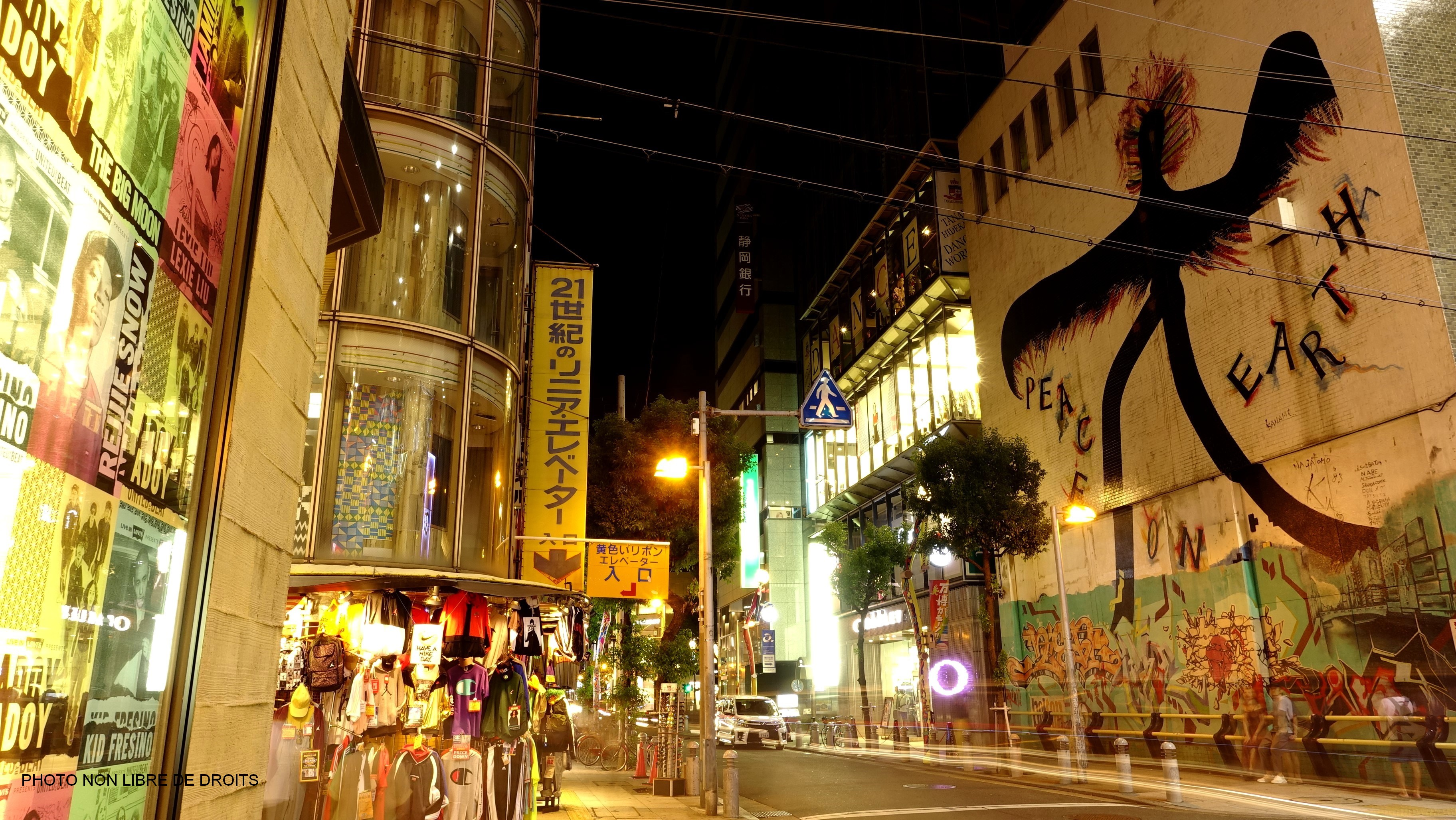 Peace on Earth, America Mura by night, Osaka, photo non libre de droits