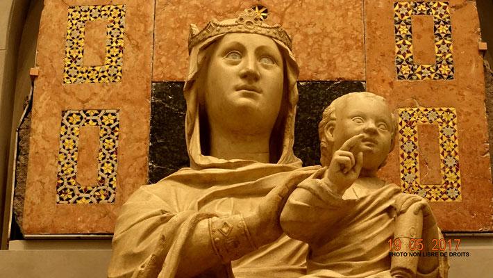 Vierge aux yeux de verre, Florence
