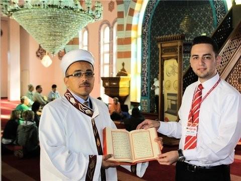 In der Fatih-Moschee: Religionsgelehrter Kadir Sevgi (links) und der Dialogbeauftragte Halil Sahin.