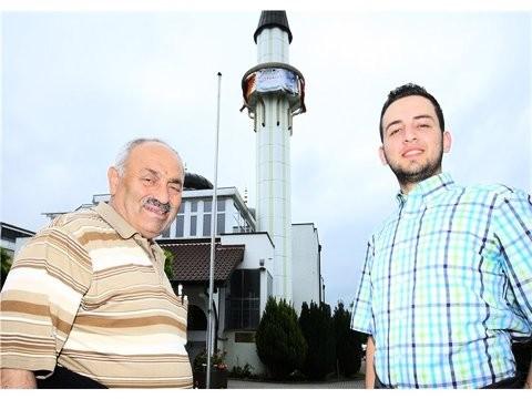 Freuen sich auf das Kulturfest in der Fatih Moschee: der Vorstandsvorsitzende Basri Okumus und der Dialogbeauftragte Halil Sahin (rechts).