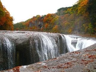 紅葉の吹割の滝