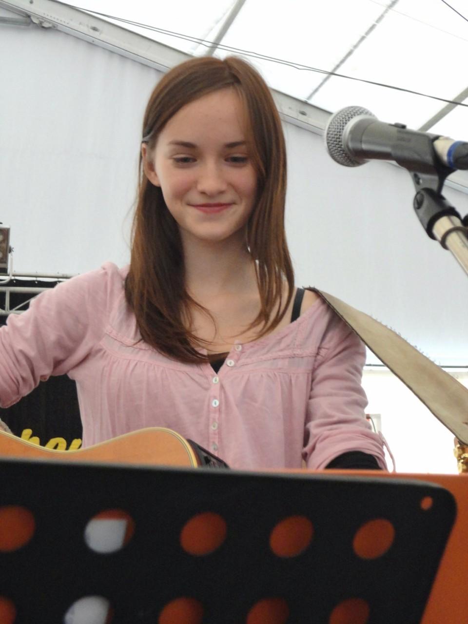 Tolle Sängerin, tolle Gitarristin: Andrea Baumgartner.