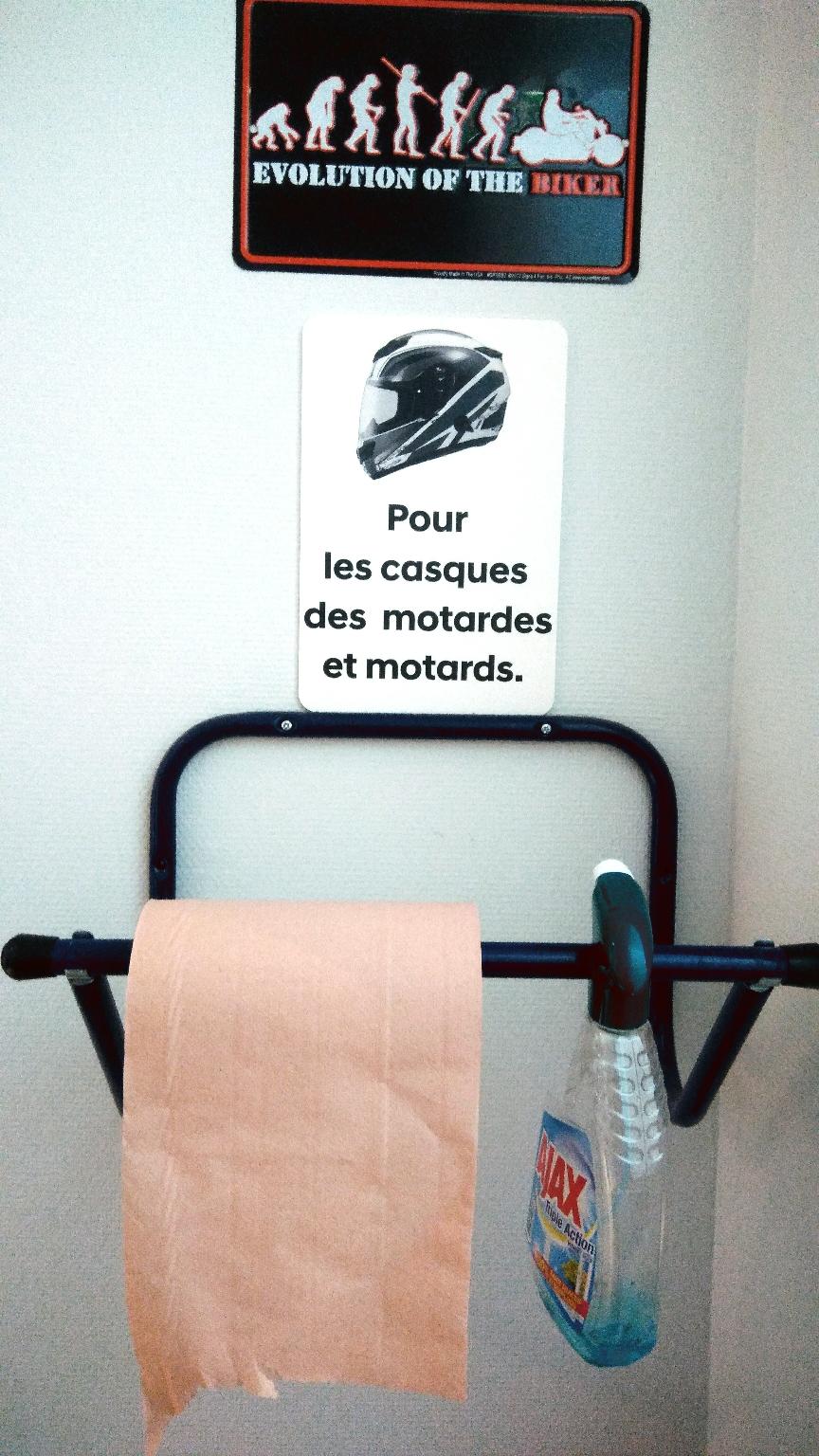 Wie bikerfreundlich die Franzosen sind, zeigt wohl dieses Bild