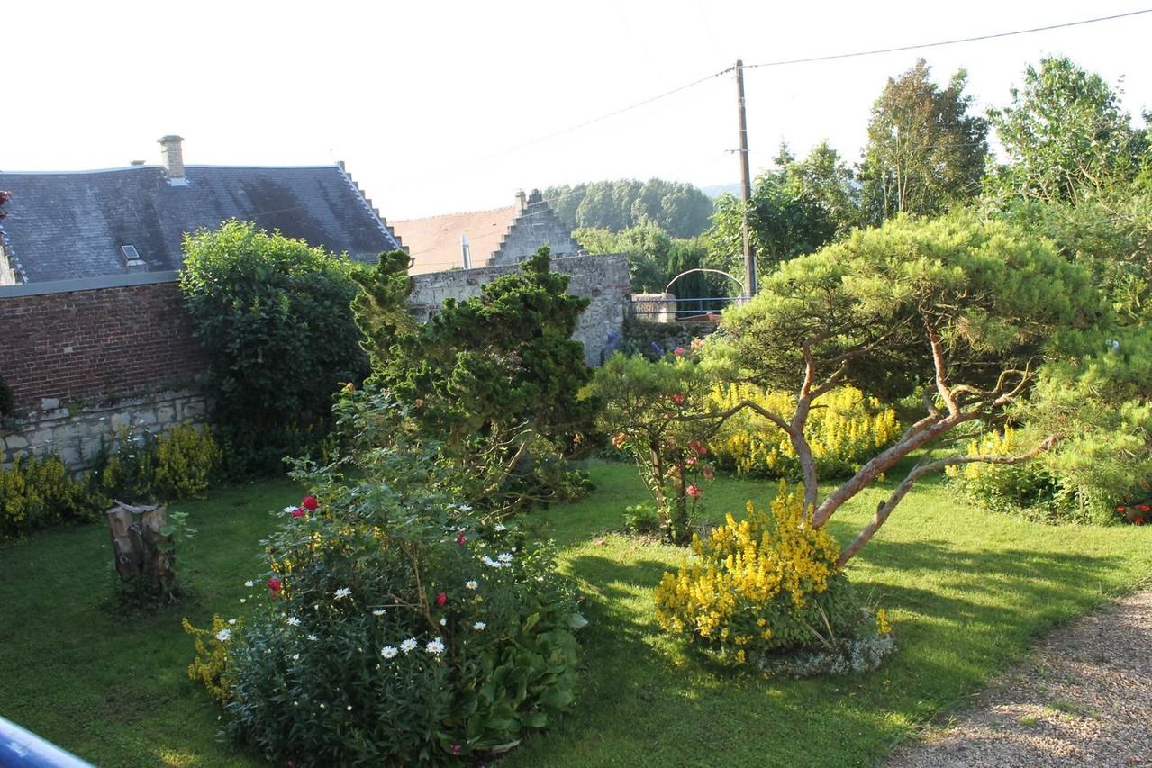 le jardin paysagé clos,parking interieur.