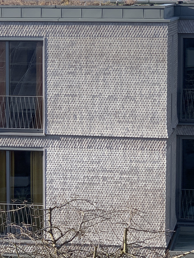 Fassade mit klassischen Holzschindeln
