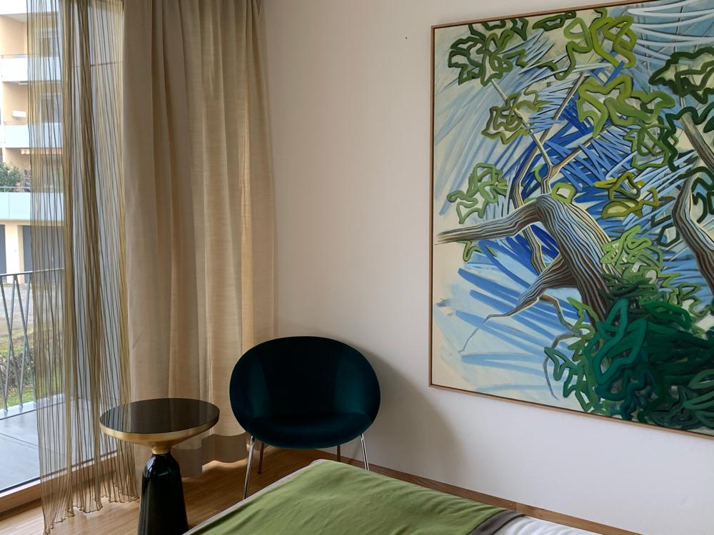 "Gemälde ""Maulbeer"" in Masterbedroom"