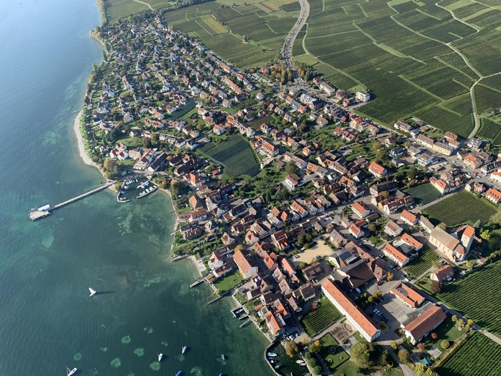 Hagnau Winzerdorf, 2 km entfernt