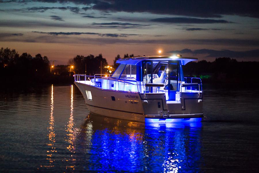 Nautika 1300 Vip Jacht Motorowy Czarter łodzi Czarter