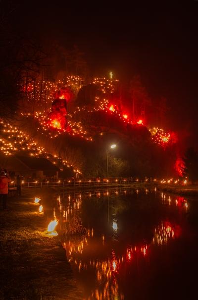 Anke Wolfert: Kerzen, Fackeln und bengalische Feuer