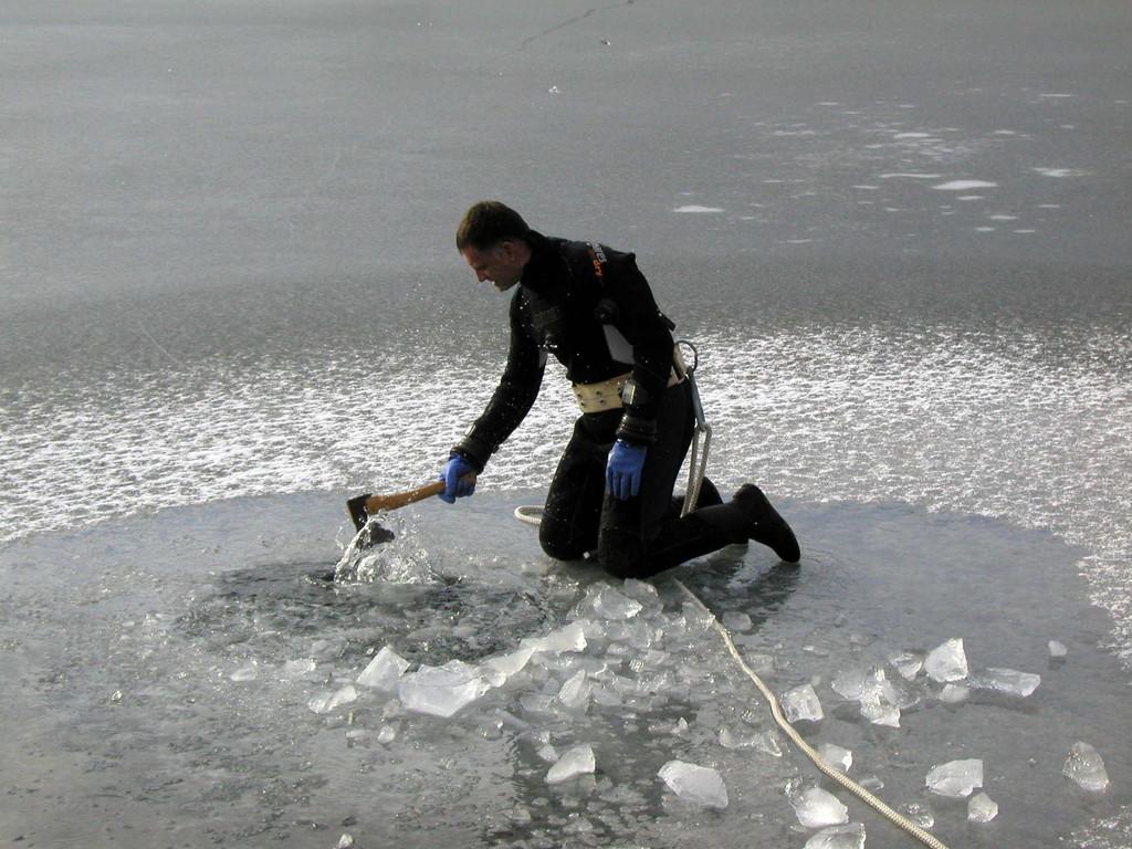 Vorbereitungen zum Eistauchen
