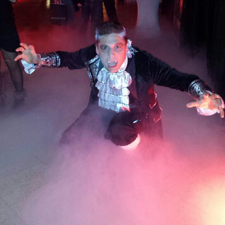 Edler Vampier bei der Halloween Party in der Plus City