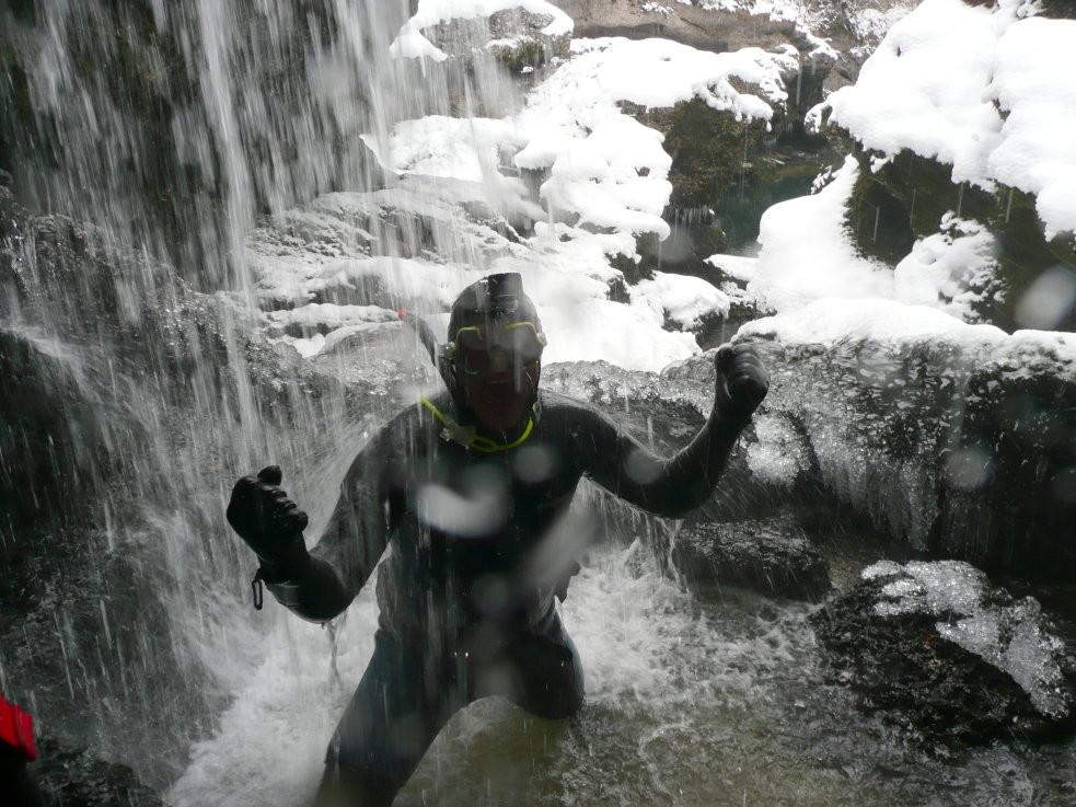 Kalte Dusche im Traunfall 2013