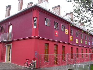 Diese Farbfotografie von Thorsten Hülsberg zeigt das Hostel Celica in der slowenischen Hauptstadt Ljubljana.