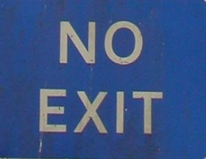 Dieser Farbfotoausschnitt von Thorsten Hülsberg aus dem schottischen Lockerbie zeigt die Schildaufschrift NO EXIT.