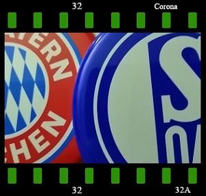 Dieses Bild von Thorsten Hülsberg zeigt Ausschnitte der Logos vom FCB und S04 in einem Filmstreifen mit BALLackergrünen Accenten und Corona-Beschriftung.
