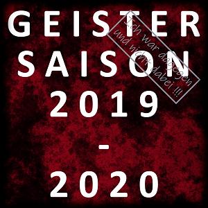 Dieses BALLacker-dÜsign von Thorsten Hülsberg zeigt in einem leichten schwarzen Rahmen auf rotschwarzem Nebel in weißer Schrift und fünf  Zeilen GEISTER SAISON 2019-2020. Rechts oben ist in grauem Rahmen und grauer Schrift in Stempelform zu lesen: Ich war