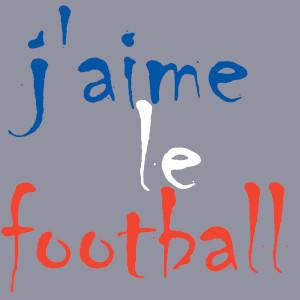 Auf taubengrau findet man hier das BALLacker-dÜsign von Thorsten Hülsberg und es ist in den französischen Nationalfarben zu lesen: j' aime le football.