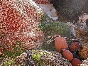 Diese Farbfotografie von Thorsten Hülsberg zeigt alte Netze.
