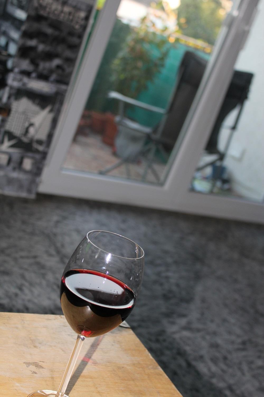 … spanischem Rotwein und …
