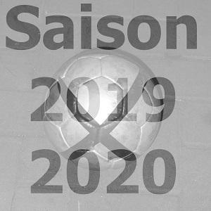 Schwarzweißbild mit einem Fußball hinter der Beschriftung Saison 2019 2020.