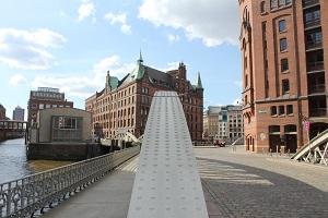 Dieses Farbfoto von Thorsten Hülsberg zeigt einen Ausschnitt der historischen Speicherstadt in Hamburg.