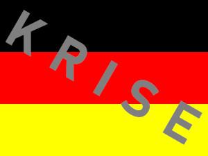Dieses Bild von Thorsten Hülsberg zeigt eine Deutschlandfahne auf der schräg in grau KRISE steht.