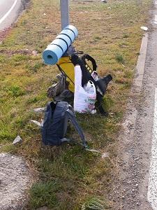 Dieses Farbfoto von Thorsten Hülsberg zeigt sein Gepäck beim Trampen durch Europa.