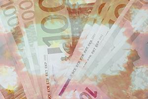 Dieses Bild von Thorsten Hülsberg zeigt Geldscheine hinter Flammen.