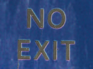 Dieses Bild von Thorsten Hülsberg zeigt ein digital verändertes No Exit-Schild aus Lockerbie in Schottland.
