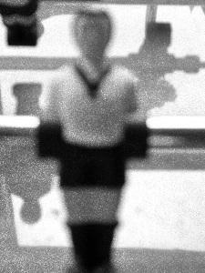Dieses Retrofoto von Thorsten Hülsberg zeigt eine isolierte Tischfußballfigur.