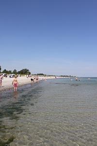Die Farbfotografie von Thorsten Hülsberg zeigt Strandimpressionen von der Ostsee an der Grenze zwischen Deutschland und Dänemark.