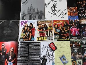Diese Farbfotografie von Thorsten Hülsberg zeigt den Inhalt der Deluxe-Box zum Black Album von Metallica.