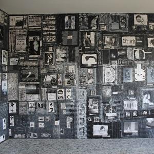 GRAUzone von Thorsten Hülsberg als Raum-Collage im KunsTraum in der Traumruine in Leverkusen.