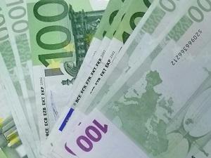 Diese Farbfotografie von Thorsten Hülsberg zeigt einige 100-Euroscheine.