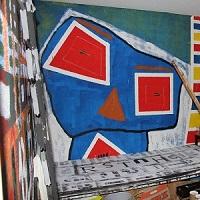 Bunte Wandgemälde und weitere Ausschnitte des Ateliers von Thorsten Hülsberg.