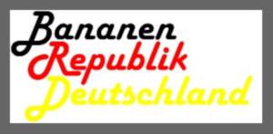 Dieses schwarzrotgoldene, graugerahmte dÜsign von Thorsten Hülsberg auf weißem Grund, zeigt mit Bananenrepublik Deutschland eine ganz eigene Interpretation von BRD.