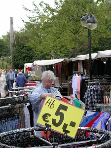 Dieses Farbfoto von Thorsten Hülsberg zeigt eine typische Marktszene im Rheinland.