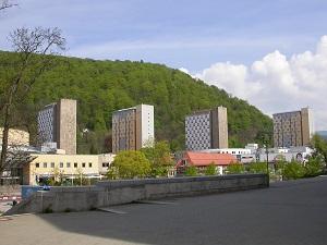 Dieses Farbfoto von Thorsten Hülsberg zeigt die markante Skyline der thüringischen Stadt Suhl.