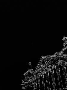 Dieses Bild von Thorsten Hülsberg zeigt eine dunkle Interpretation des Reichstags in Berlin.