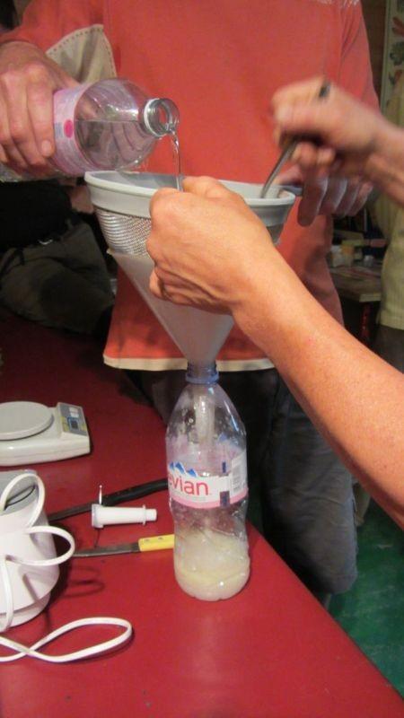 filtration de l'extrait huileux d'ail