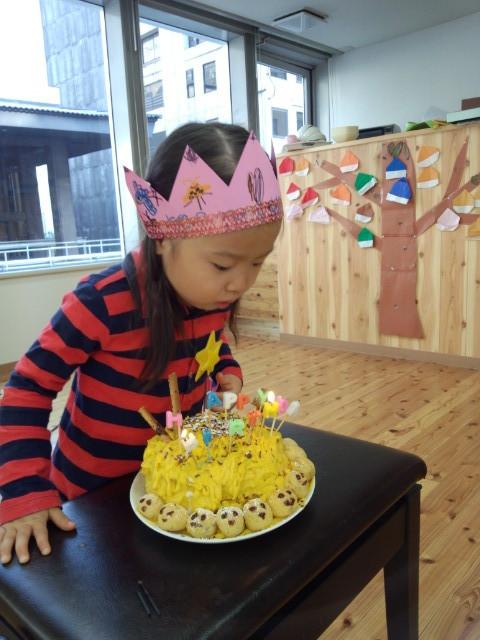 10月のお誕生会はおやつの時に。ケーキはかぼちゃのモンブラン風で~す(^_^)