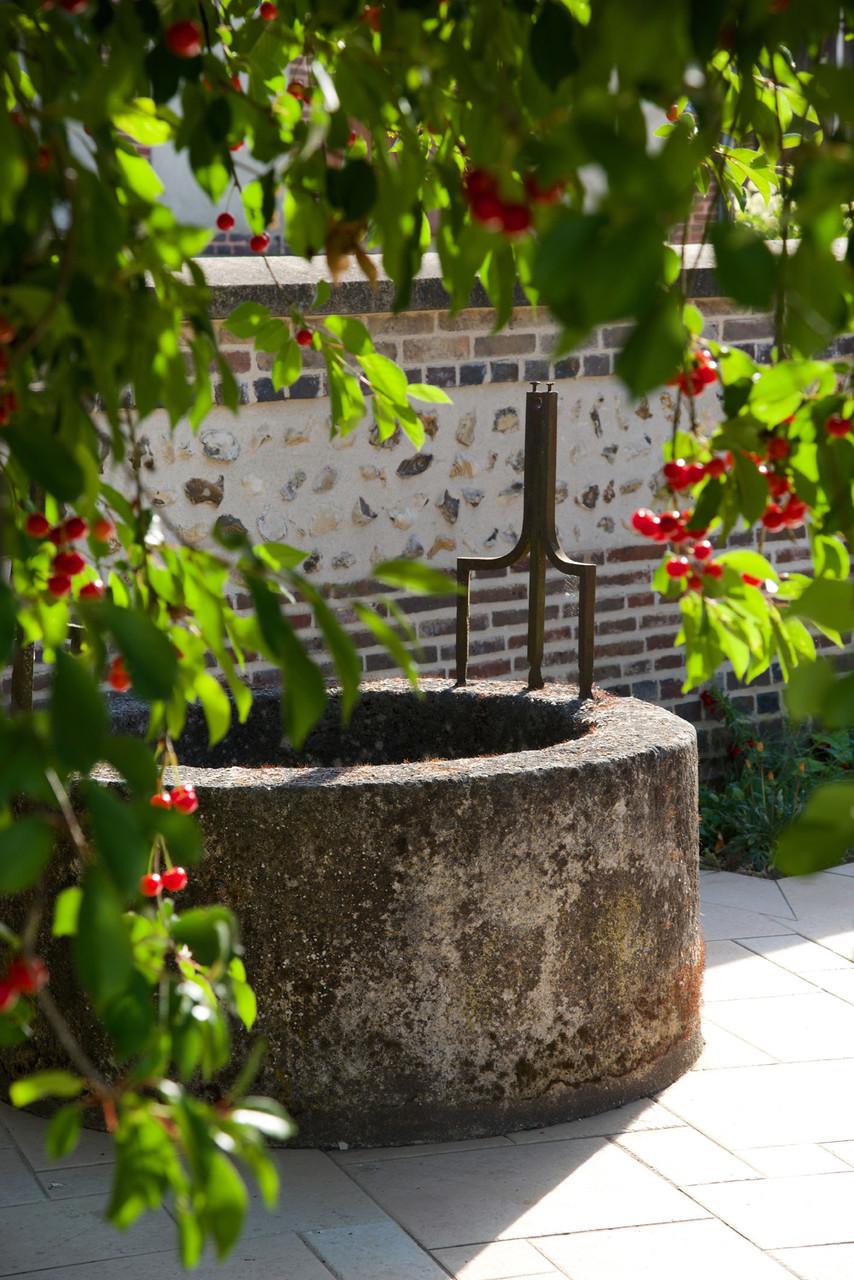 """puits sur la terrasse des chambres d'hôtes """"Les Furets"""""""